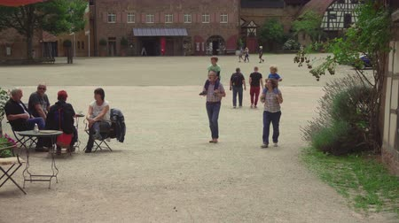 convento : Tourists in Kloster Maulbronn, monastery Stock Footage