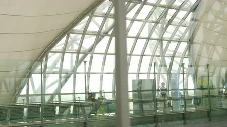kalkış : Interior terminal of Bangkok airport Stok Video