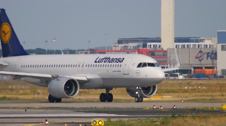 lufthansa : Airbus A320 taxiing before departure