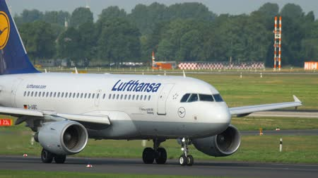 lufthansa : Airplane taxiing before departure