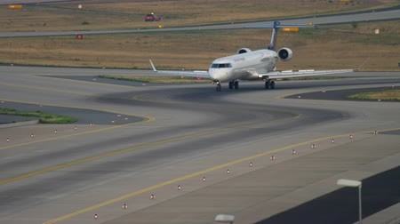fraport : Bombardier CRJ-900 taxiing after landing