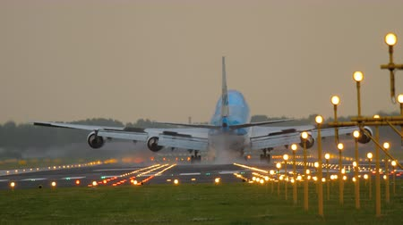 ams : Airplane landing at runway 18R Polderbaan