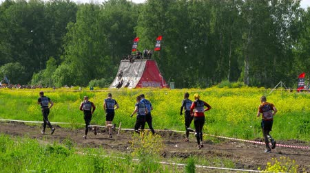 sztafeta : Sportsmen run between stages at the Race of Heroes