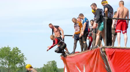 sztafeta : Athletes jumps in water from 4 meters height