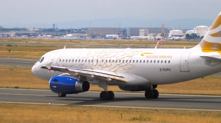 подход : Airbus A319 taxiing
