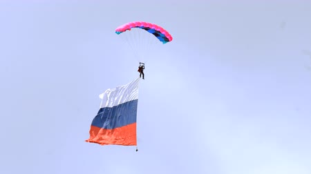 padák : Paratrooper with flag