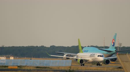 fraport : Air Baltic Airbus A220-300 taxiing