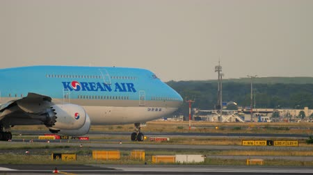 fraport : Korean Air Boeing 747 taxiing