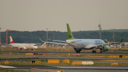 aeroespaço : Air Baltic Airbus A220-300 taxiing