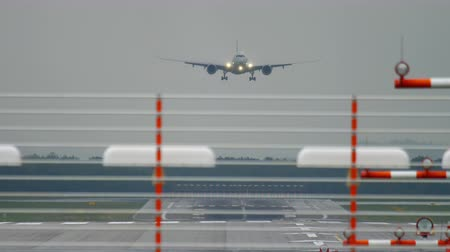 dusseldorf : Widebody airplane landing