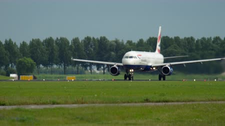 gêmeo : British Airways Airbus A321 departure