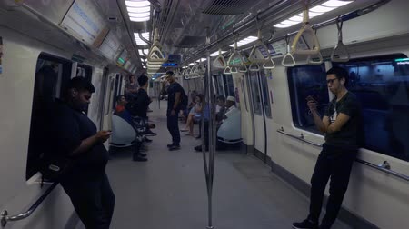 метро : Passengers in a subway train in Singapore