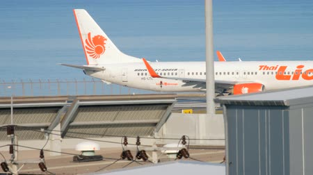 lew : Thai Lion Boeing 737 taxiing