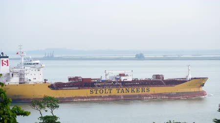 petroleiro : Tanker heading to cargo port