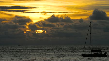 yelkencilik : Yacht in the tropical sea at dramatic sunset