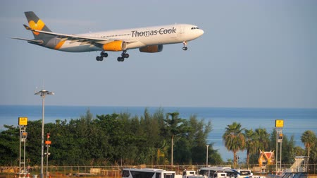 scandinavie : Thomas Cook Airlines Airbus 330 atterrissant
