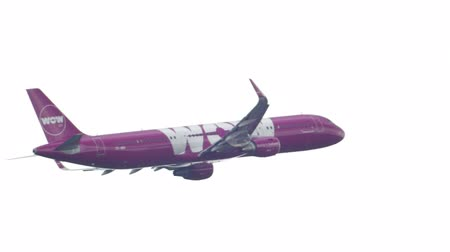 vay : Airbus 321 WOW Air climb out
