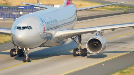 francfort : American Airlines Airbus A330 taxiing