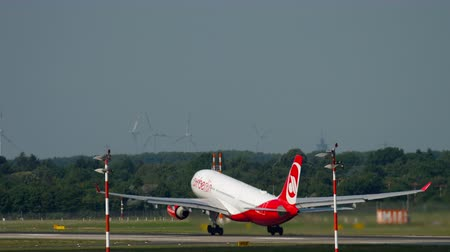 lowcost : Airberlin Airbus 330 take-off