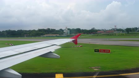 kuyruk : Taxiing after landing in Changi Airport
