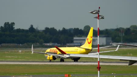 lowcost : TUIFly Boeing 737 landing