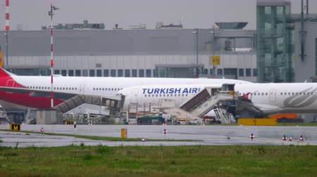 dusseldorf : Turkish Airlines Airbus A321 taxiing