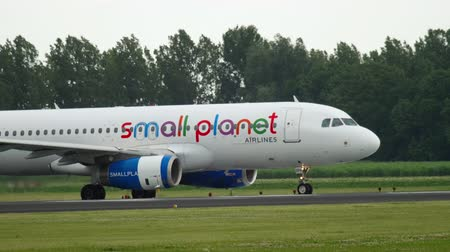 turns off : Small Planet Airbus A320 taxiing