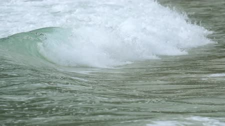 fırtına : Turquoise rolling wave, slow motion Stok Video