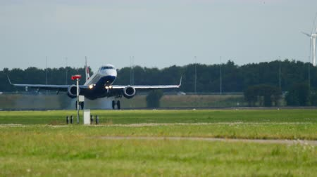 ams : British Aairways Embraer 190 landing