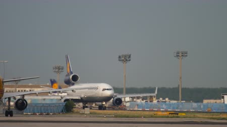 md : Lufthansa Cargo MD-11 before departure