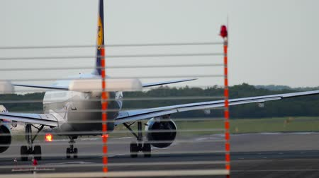 lufthansa : Airplane turn runway before departure