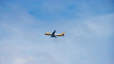 departing : Airbus A320 SCOOT Airlines departing
