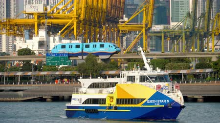 королева : Ferry in Singapore Cruise Centre Стоковые видеозаписи
