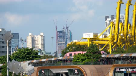 ekspres : Monorail train on Sentosa island near cargo port Stok Video