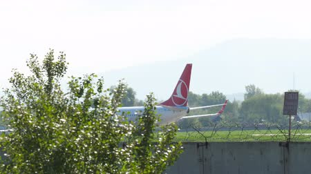 urychlit : Turkish Airlines Boeing 737 landing