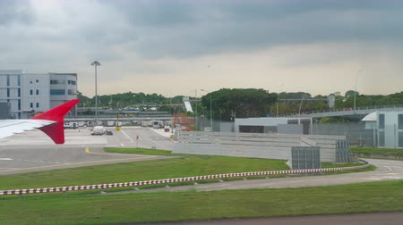 wachtrij : Terminal vier op Changi Airport Stockvideo