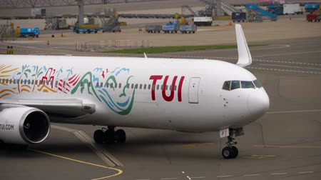 гражданский : TUI Fly Boeing 767 taxiing after landing