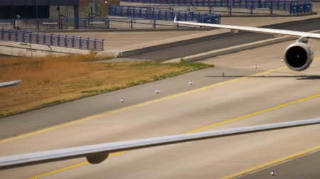 lufthansa : Boeing 777 taxiing after landing Stock Footage