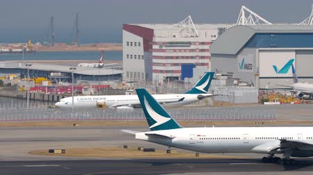 aeroespaço : Traffic at Chek Lap Kok International Airport, Hong Kong Vídeos