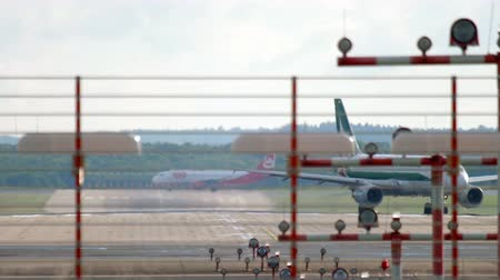 lowcost : Airbus A319 Alitalia taxiing after landing