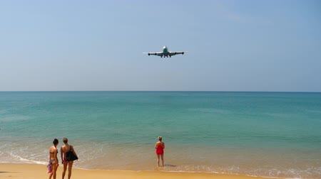 approach : Airplane approaching over ocean
