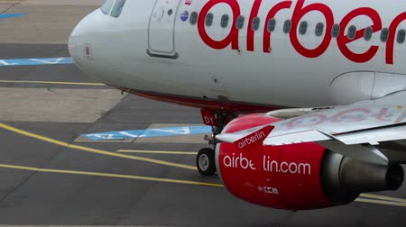tow : Airberlin Airbus A320 taxiing