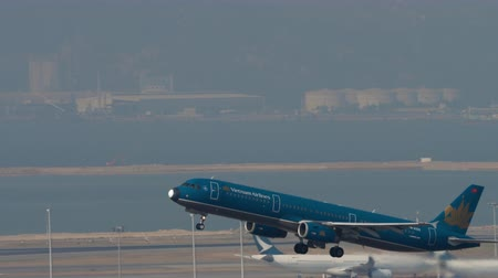 gözlem : Vietnam Airlines Airbus A321 departure from Hong Kong