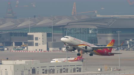gözlem : Hong Kong Airlines Airbus A320 departure from Hong Kong Stok Video