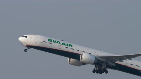 rehberlik : EVA Air Boeing 777 departure from Hong Kong