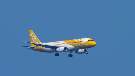 aanpak : Scoot Airbus A320 approaching over ocean