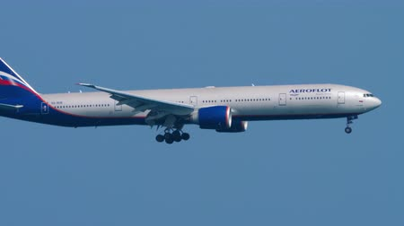 посадка : Aeroflot Boeing 777 approaching over ocean