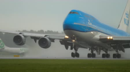 ams : KLM Boeing 747 accelerate before departure