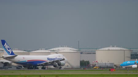 ams : Airfreight Boeing 747 before departure