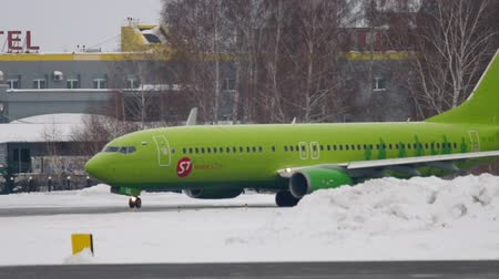gyorsul : Boeing 737 taxiing before departure Stock mozgókép